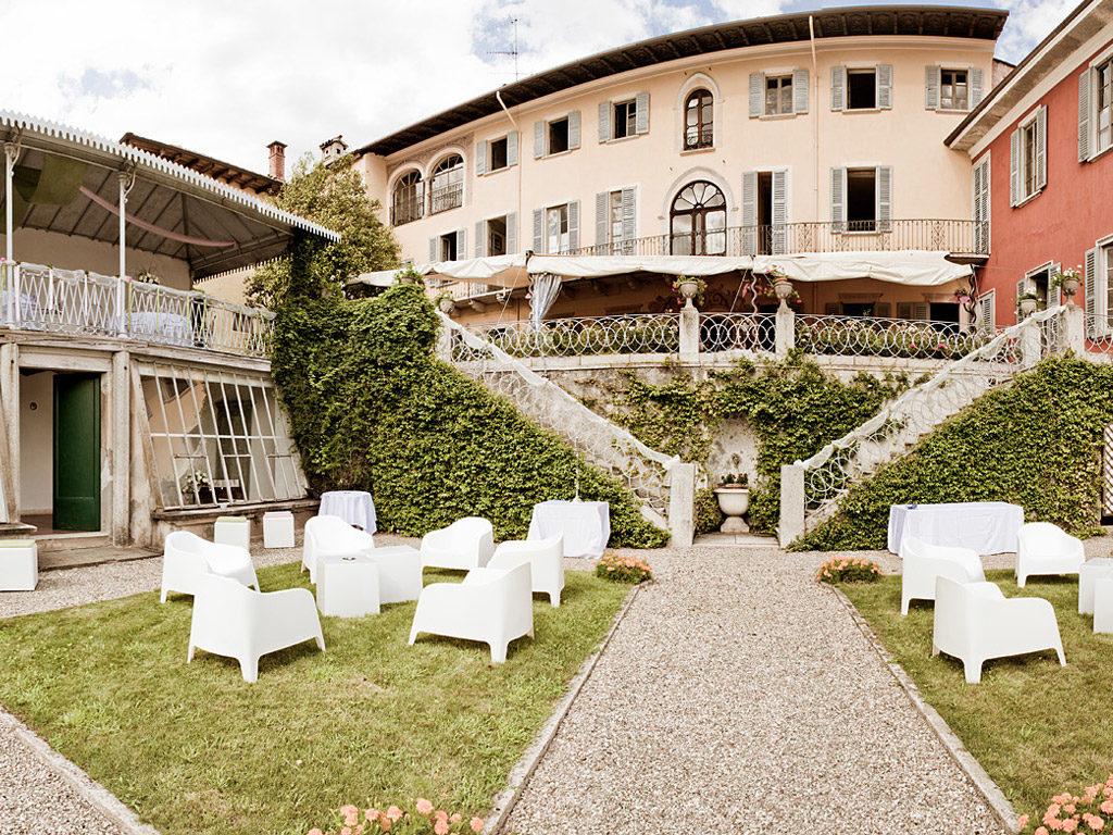 Location lago d 39 orta il pavone bianco matrimoni e eventi for Lago villa del conte